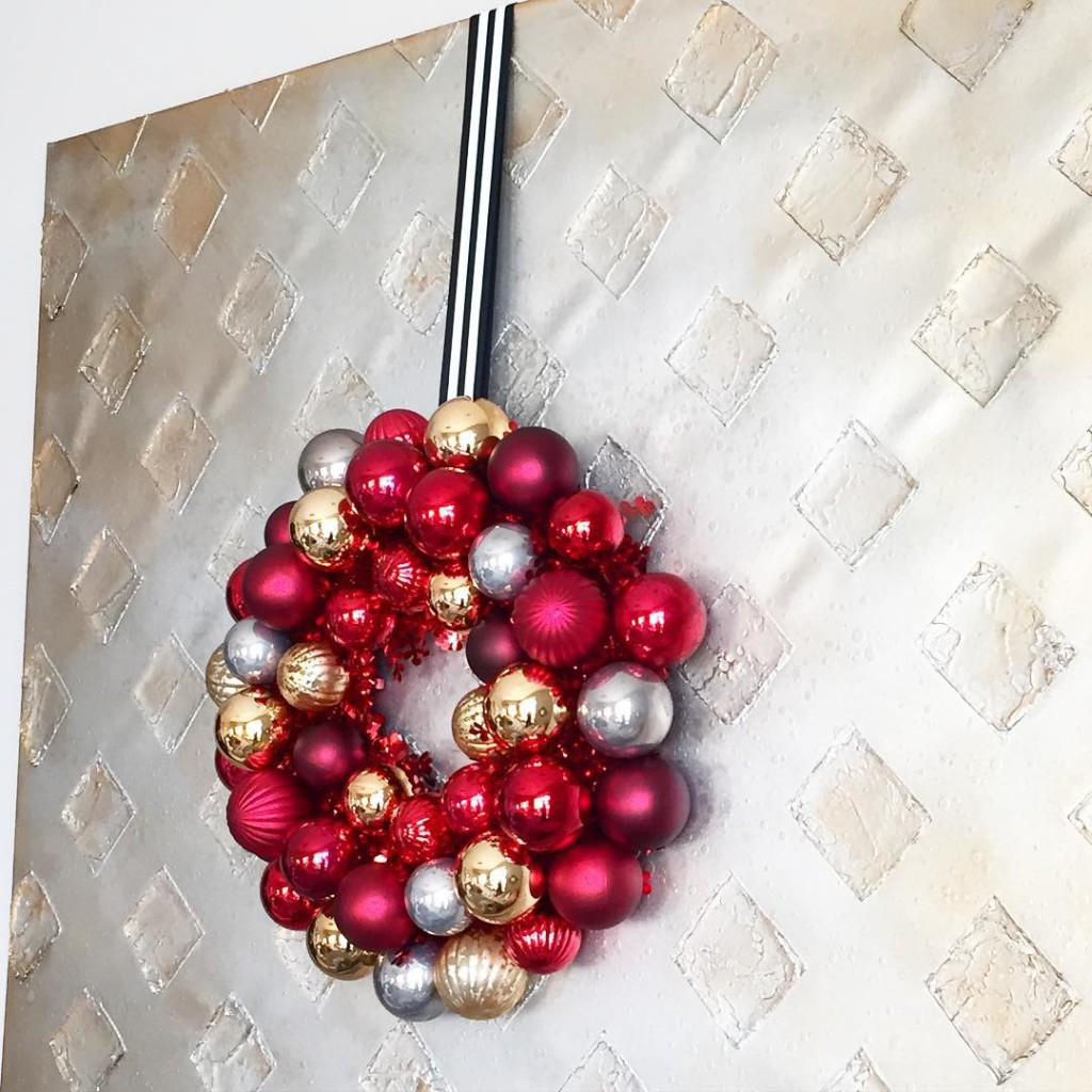 I lost count of how many wreaths I have to put out this year. Warning: there might be a FEW! #justsayin #happyholidayhometour #stripes #12daysofchristmasbloggertour #christmasdecor #icantwaittodecorate #wreath #gold #glamdecor