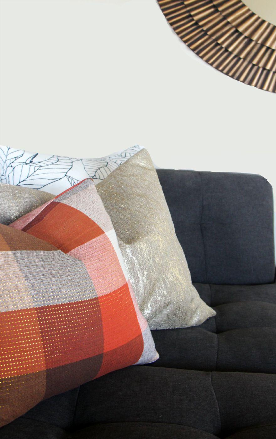 DIY fall throw pillows with cloth napkins - fall table linens Fall decorating gray couch This is our Bliss