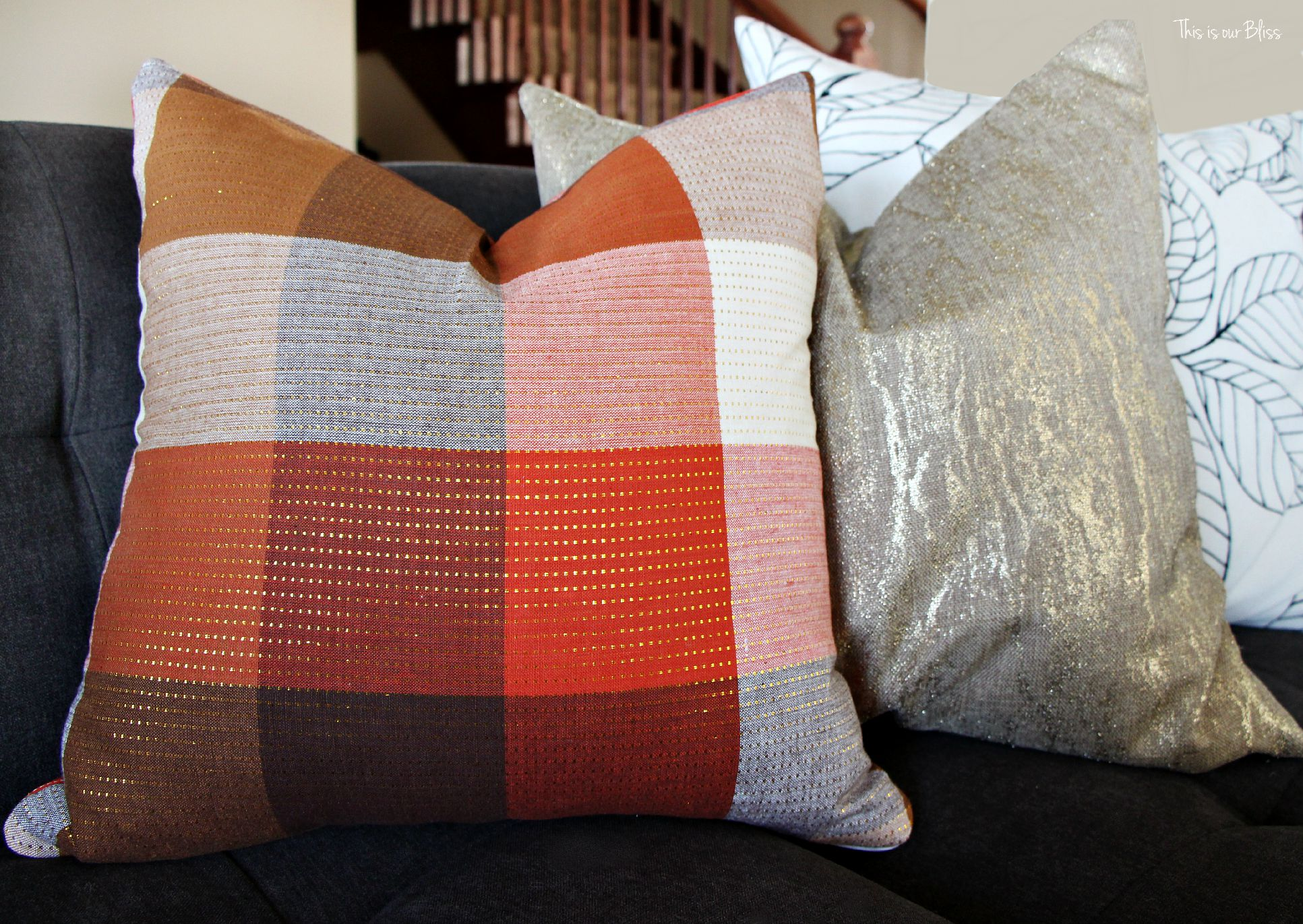 DIY fall throw pillows with cloth napkins - fall table linens Fall decorating This is our Bliss