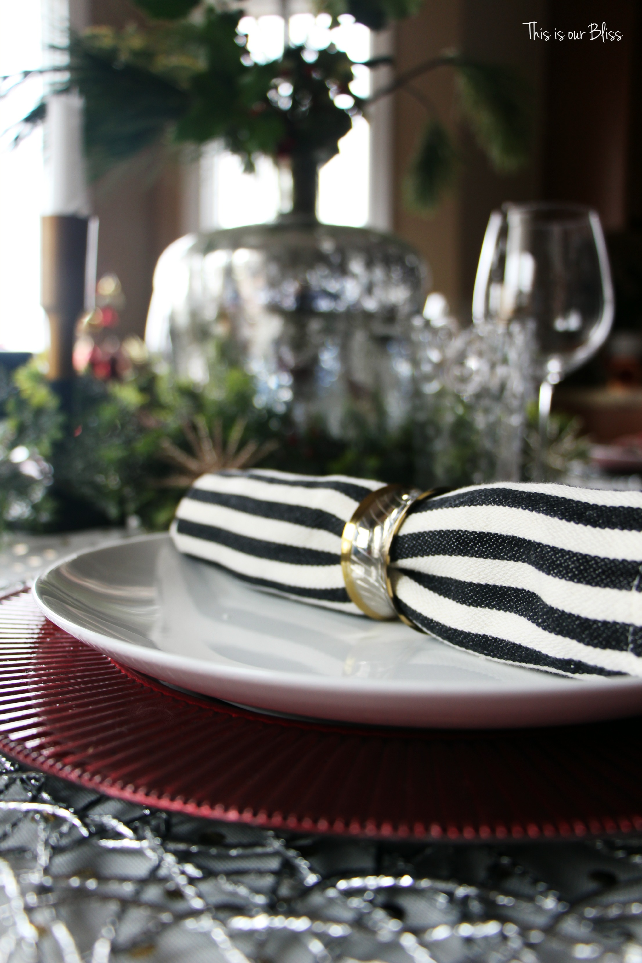 Black And Gold Christmas Table Decorations