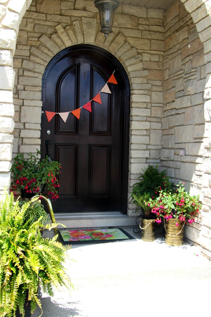 Summer Home Tour | Summer styled front porch | Eclectic summer home tour | This is our Bliss | www.thisisourbliss.com